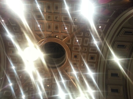 A look up at the oculus. (Photo by E. MacKenzie, 2103)
